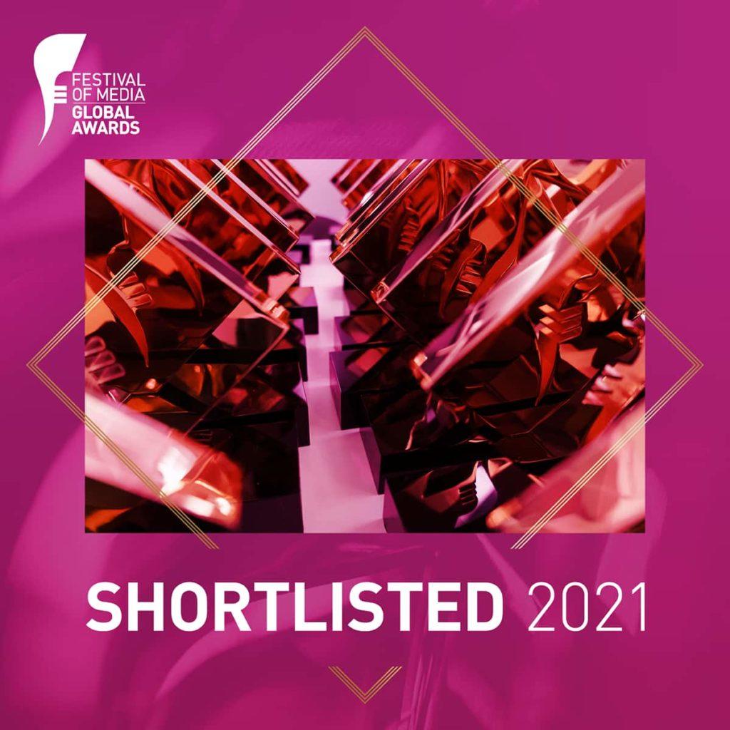 """Festival of Media plakat """"Shortlisted 2021"""" (magenta-farget bakgrunn)"""
